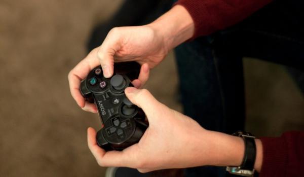 Cómo conectar un mando de PS4 y Xbox One a un iPhone o iPad - Conectar un mando de PS4 al iPhone y al iPad